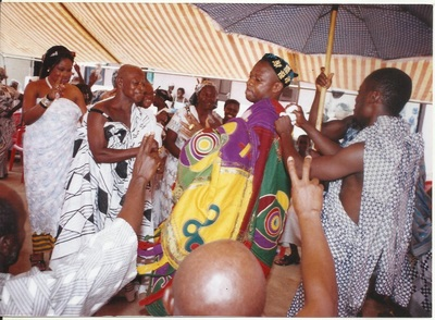 NANA KWANIN KWANFO II DANCING WITH HIS DAD NANA ADUWUSU II TWAFOHENE OF OYOKO - KOFORIDUA AFTER THANKSGIVING CEREMONY @ JUABEN PALACE