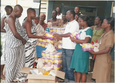 NANA PRESENTING SOME ITEMS TO THE CHILDREN WARD OF JUABEN GENERAL HOSPITAL