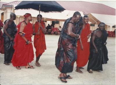 APPIANYINASEHENE & MPAPAMAHENE DANCING TO THE ADOWA TUNES AT THE FUNERAL OF NANA BOAMA KOKO BOTA
